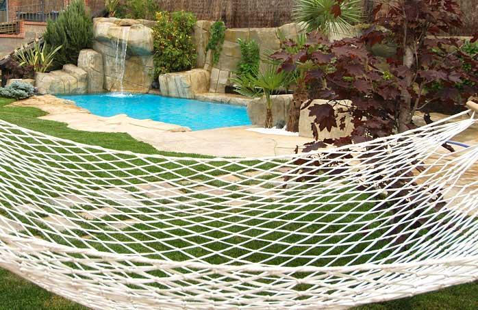 Piscinas de arena construcci n de piscinas tipo playa for Piscinas pequenas con cascadas